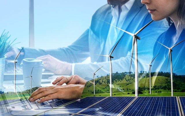 Kahden kuvan yhdistelmä ihmisistä yritystoiminnassa sekä tuulivoimasta.